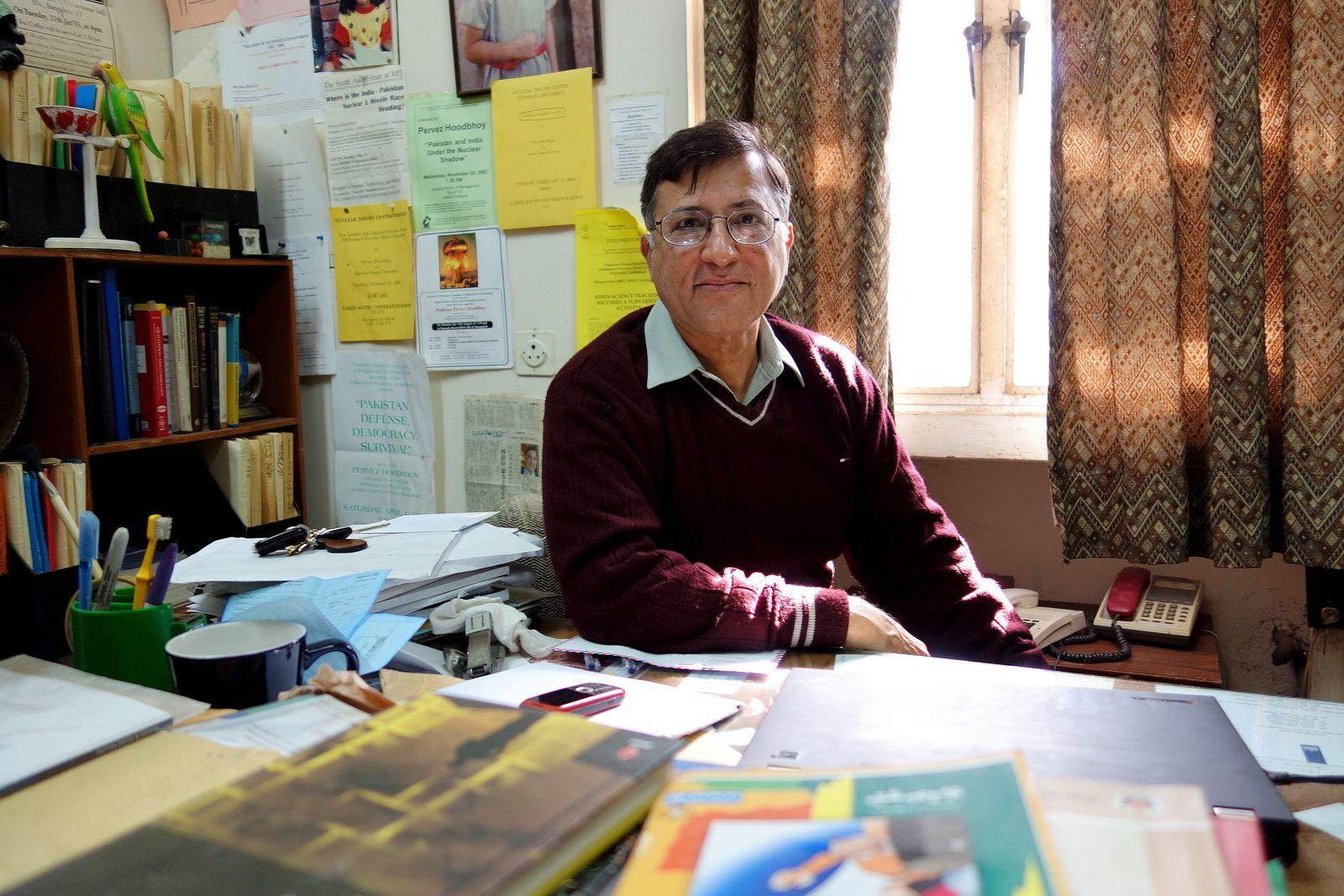 EINMALIGE VERWENDUNG Pervez Hoodbhoy/ Kazim