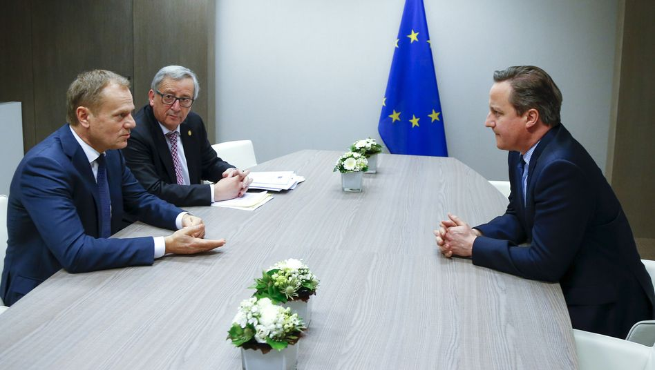 David Cameron (r) mit Donald Tusk und Jean Claude Juncker