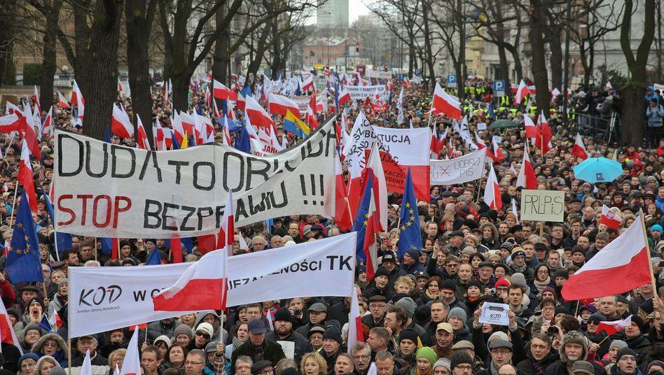 """""""Stoppt Duda"""": In Warschau gingen Zehntausende auf die Straße"""