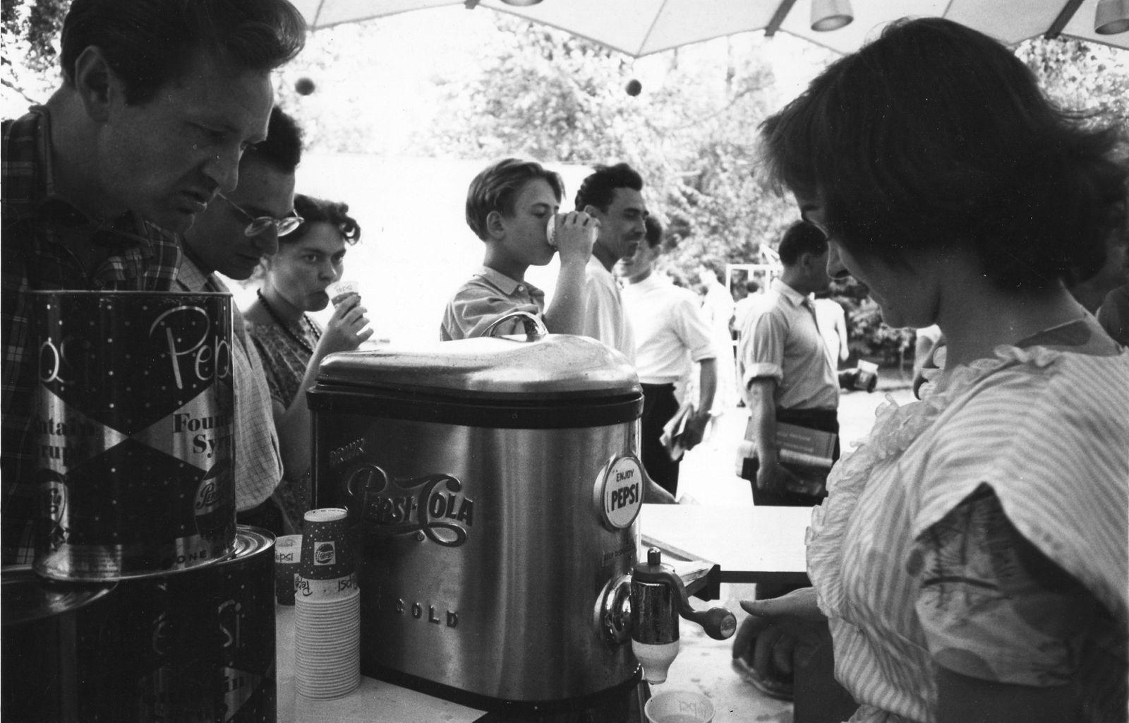 Pepsi Kriegsflotte - At The United States Exposition