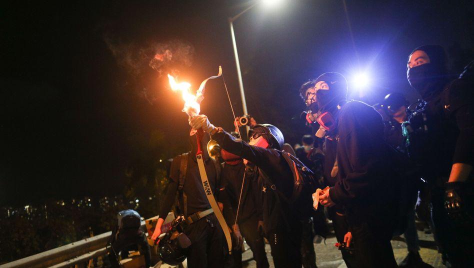 """Demonstranten in Hongkong: """"Gemeinsam verbrennen"""""""