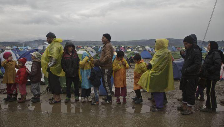 Flüchtlinge: Aufnahmelager Idomeni versinkt im Schlamm