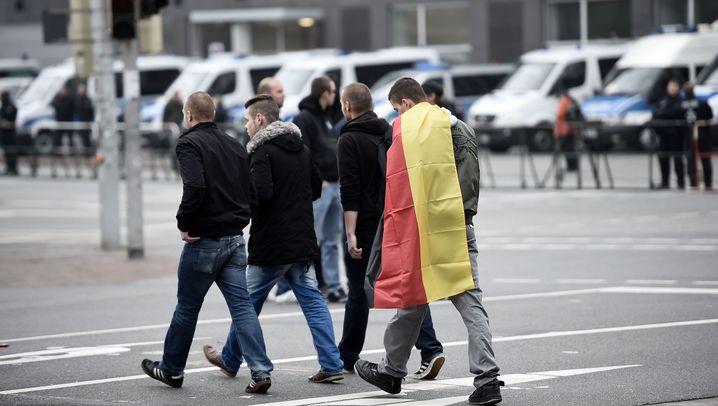 """""""HoGeSa"""" in Hannover: Demo unter strengen Auflagen"""