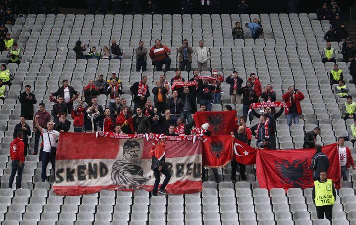 Skënderbeu-Fans bei einem Auswärtsspiel