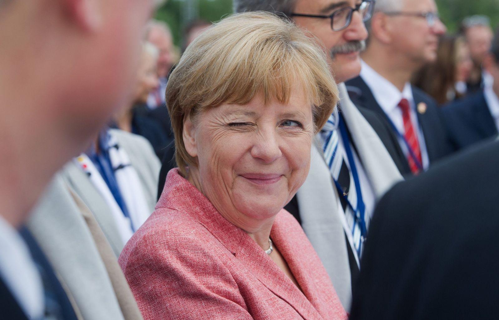 Merkel bei Richtfest in Sassnitz