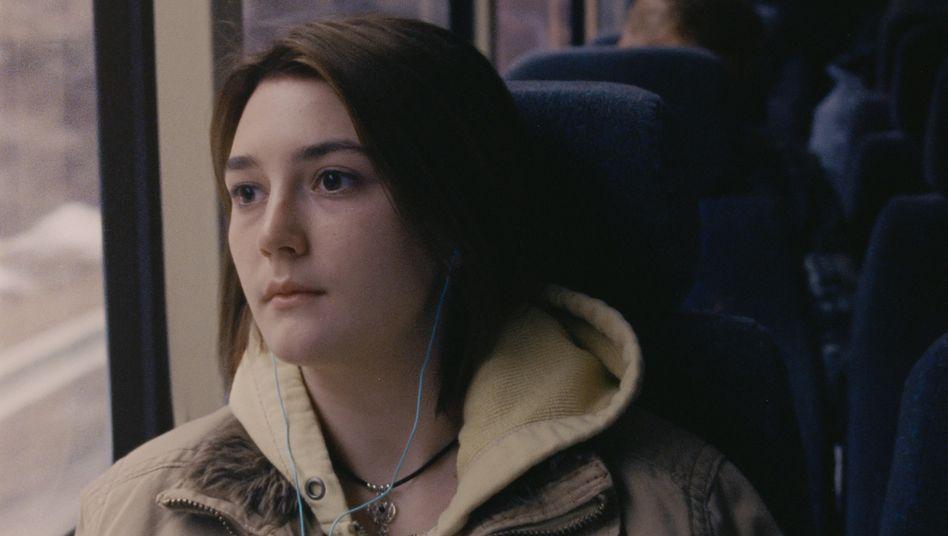 "Sidney Flanigan als Autumn in ""Never Rarely Sometimes Always"": Grimmige Entschlossenheit"
