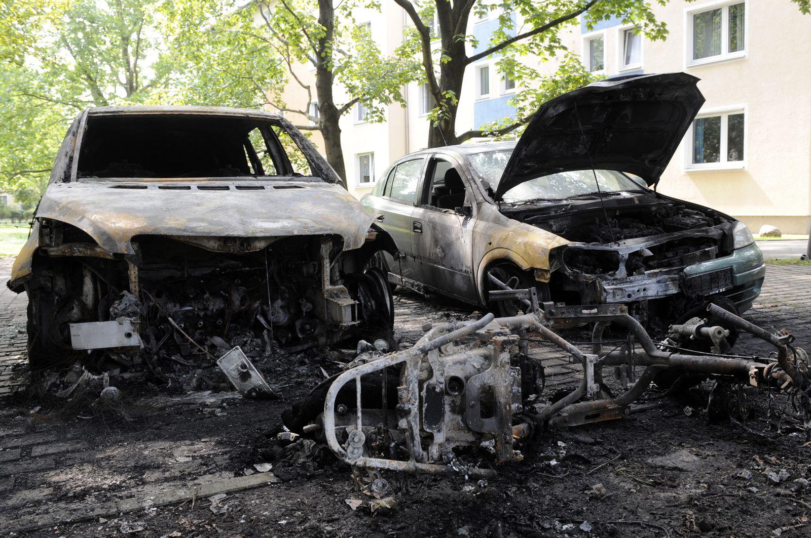 NICHT VERWENDEN Berlin / ausgebrannte Autos