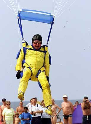 Möllemanns Leidenschaft: Das Fallschirmspringen