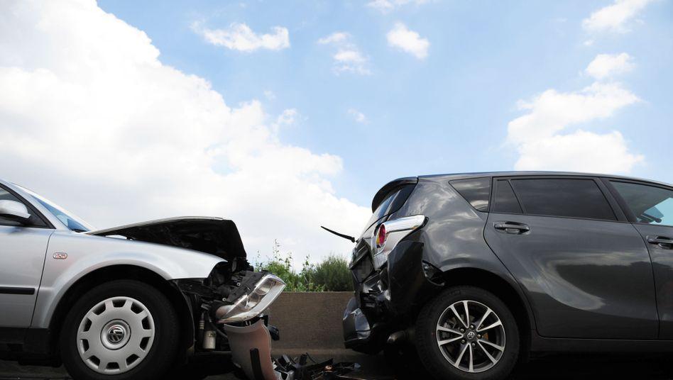 Verkehrsunfall: Oftmals lohnt ein Wechsel des Kfz-Versicherers