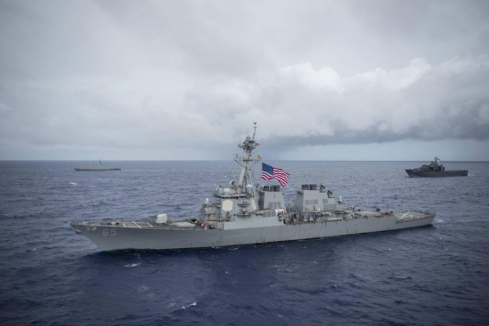 August 28, 2017 - Guam - The U.S. Navy Arleigh Burke-class guided-missile destroyer USS Benfold stea