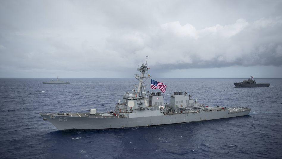 Die USS »Benfold« vor der Küste von Guam im Pazifik 2017