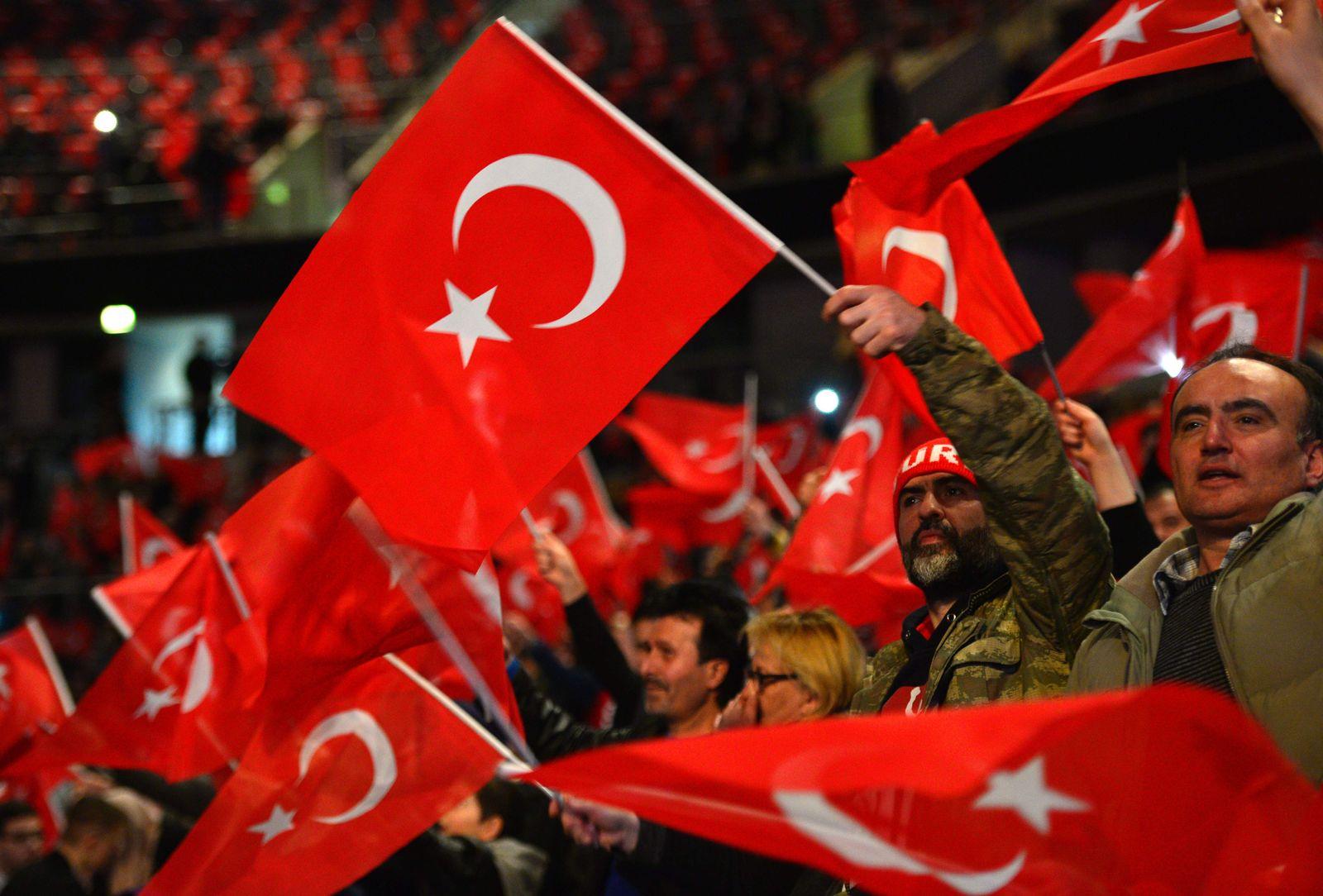 EINMALIGE VERWENDUNG SPIN 14/2017 Deutschtürken FILES-GERMANY-TURKEY-POLITICS