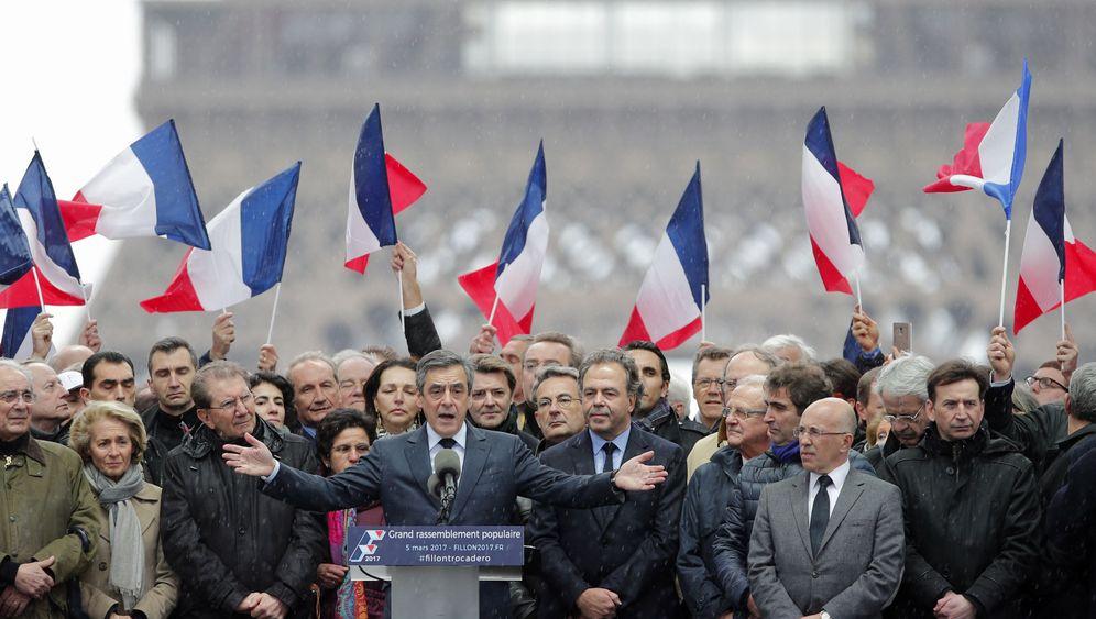 Großkundgebung in Paris: Auf Fillons Seite