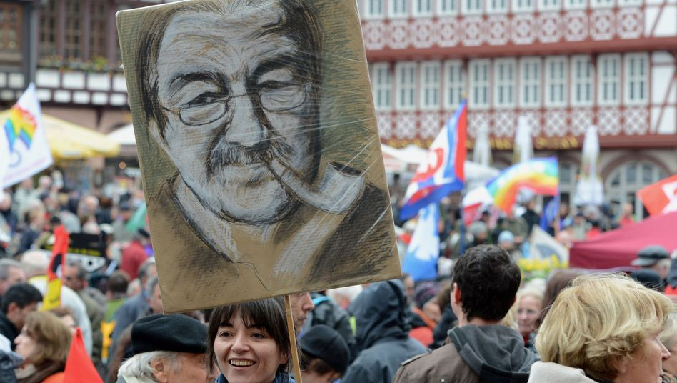 "At a traditional Easter Monday peace march in Germany, some protesters carried signs reading: ""Günter Grass is right!"""