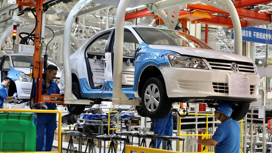 Ein Werk als Gefälligkeit für die Kommunistische Partei: Arbeiter am Fließband des VW-Werks in Xinjiang