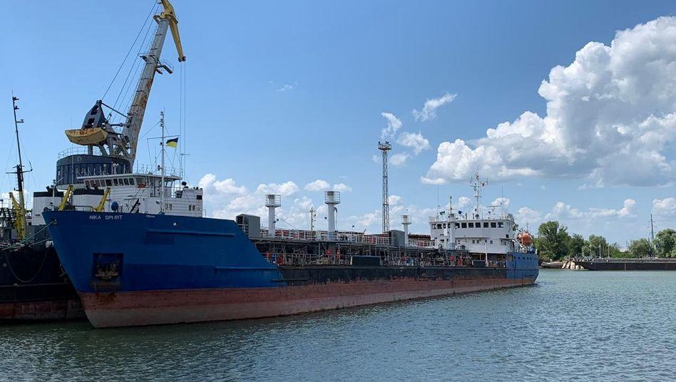 Ein russischer Tanker wurde im Schwarzen Meer festgesetzt - und Moskau droht der Ukraine