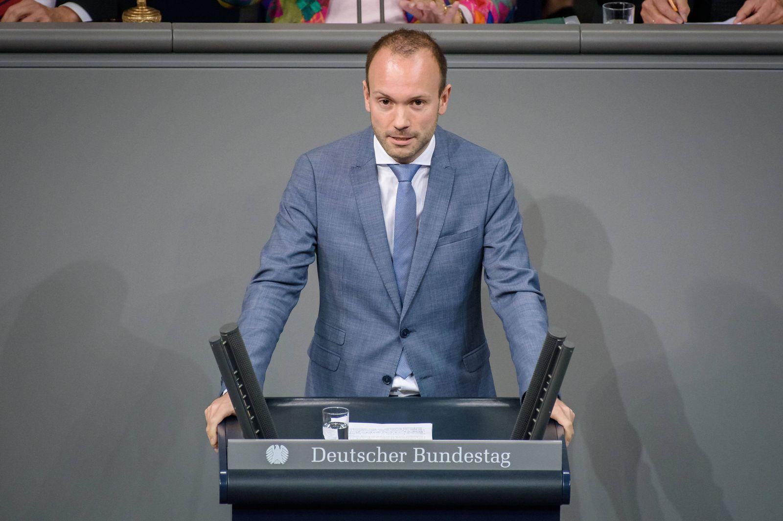 Sitzung des deutschen Bundestags Deutschland, Berlin - 24.10.2019: Im Bild ist Nikolas Löbel (CDU) während der Sitzung d