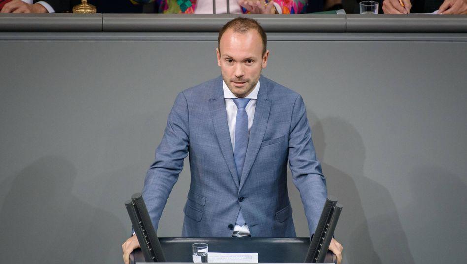 CDU-Abgeordneter Nikolas Löbel: 250.000 Euro Provision über seine Firma für Corona-Schutzmasken kassiert