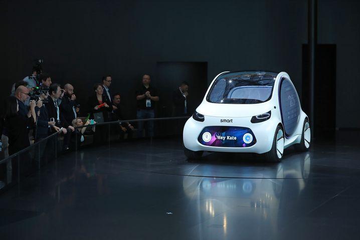 Der Smart Vision EQ (hier als Studie) soll ab 2030 als Robo-Taxi den Stadtverkehr entlasten.