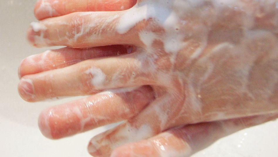 Richtiges Händewaschen: Mit viel Seife und 20 bis 30 Sekunden lang