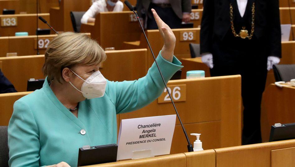 Kanzlerin Merkel im EU-Parlament: Zum Jahreswechsel übernimmt Portugal die EU-Ratspräsidentschaft
