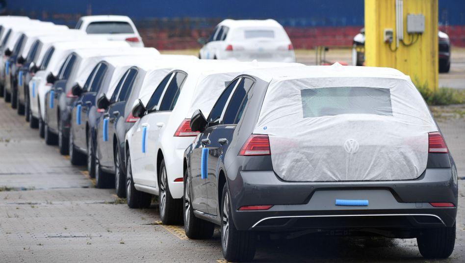 Für den Export bestimmte VW-Autos im Hafen von Bremerhaven (Archiv)