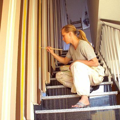 Handwerker aus dem Internet: Auch seltene Gewerke, wie etwa eine Kunstmalerin, kann man per Handwerkerauktion beauftragen