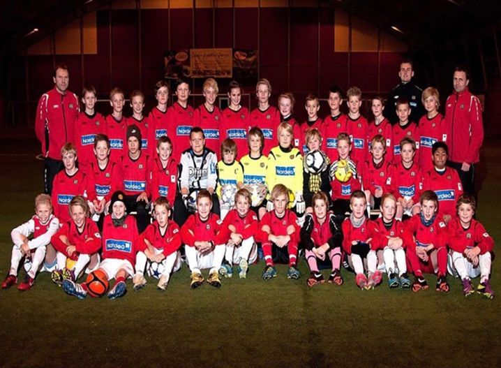 Jugendteam in Bryne: In der vorderen Reihe ganz links sitzt Håland, hinten rechts Trainer Alf Ingve Berntsen