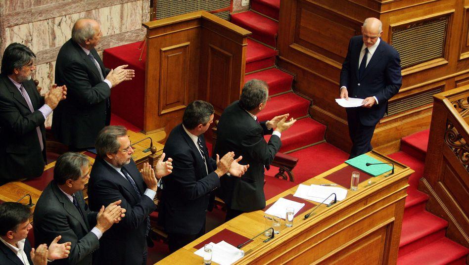 """Griechenlands Premier Papandreou im Parlament: """"Ich klebe nicht an irgendeinem Stuhl"""""""