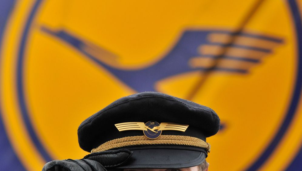 Dienstkleidung bei der Lufthansa: Ins Cockpit nur mit Uniform