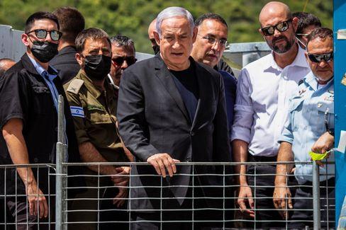Israels Regierungschef Netanyahu an der Unglücksstelle