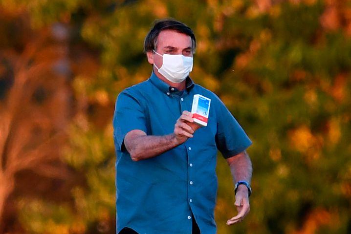 Brasiliens Präsident Jair Bolsonaro schwört auf das umstrittene Malariamittel Hydroxychloroquin