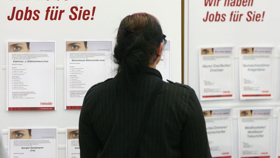 Angebote auf einer Zeitarbeitsmesse in Erfurt: Vorurteile gegenüber Langzeitarbeitslosen