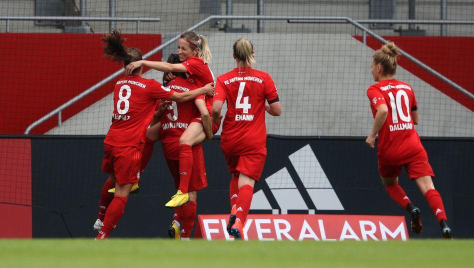 Jubelnde Münchnerinnen nach dem 1:0