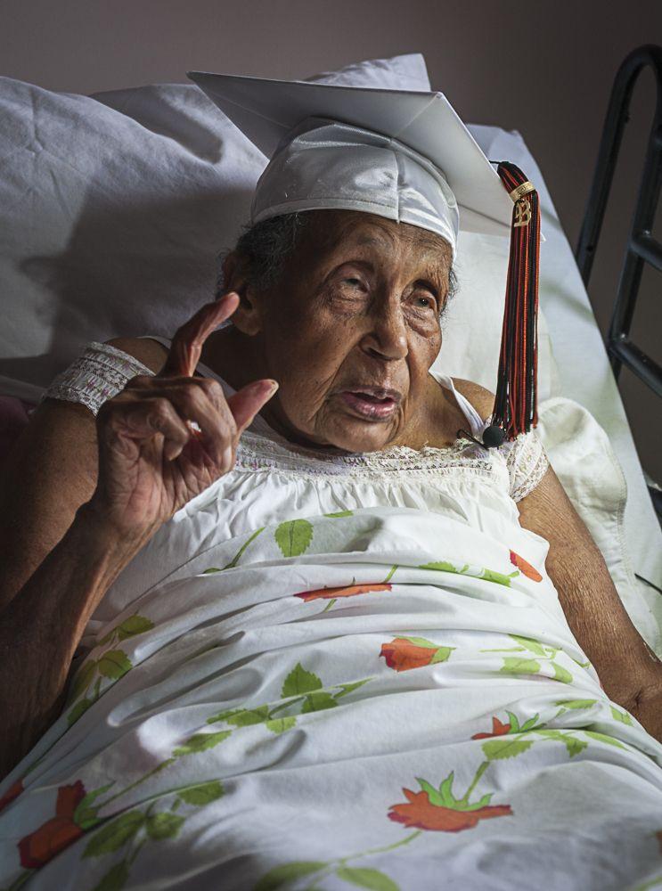 Abschlusszeugnis für 106-Jährige