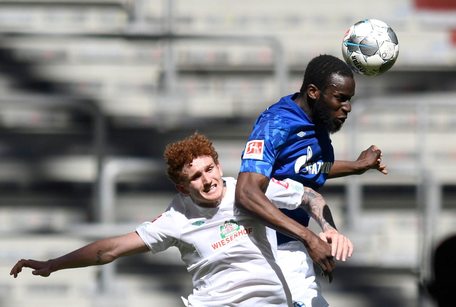 Bundesliga - Schalke 04 v Werder Bremen
