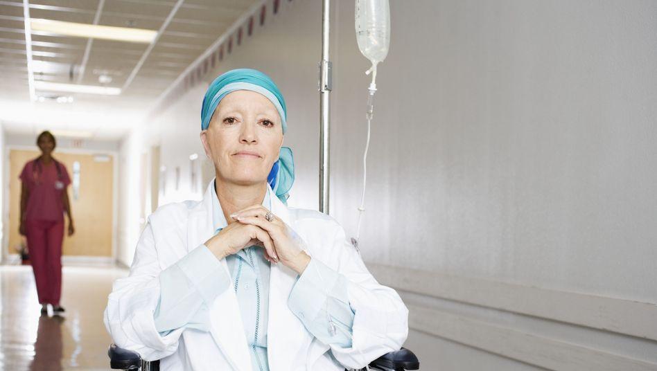 Krebspatientin: Kassen übernehmen meist ambulante Pflege