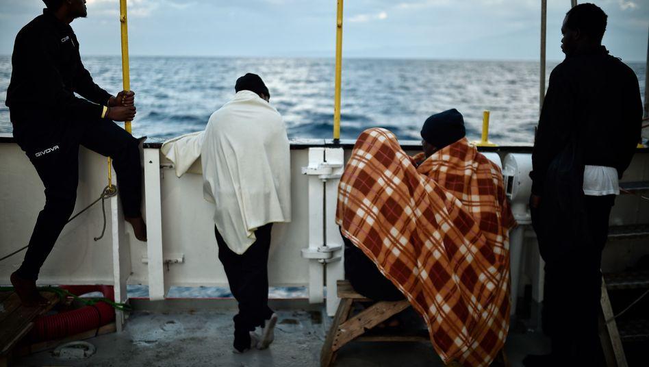 """Flüchtlinge auf dem Rettungsschiff """"Aquarius"""" (Archiv)"""