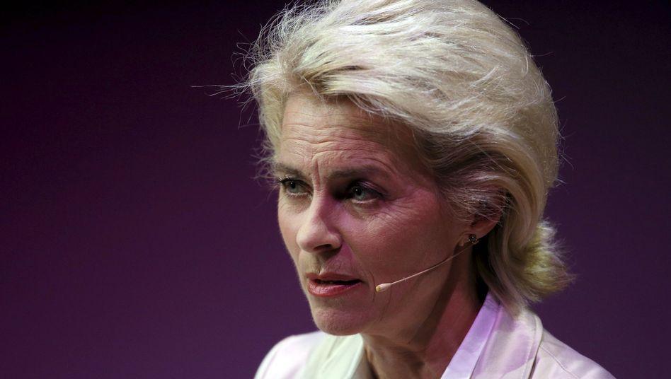 Verteidigungsministerin von der Leyen: Hat sie sich unerlaubt mit Stanford geschmückt?