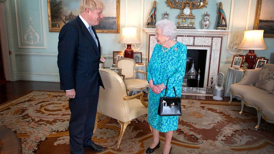 Königin Elizabeth empfing Boris Johnson bei dessen Antrittsbesuch als Regierungschef im Buckingham Palace