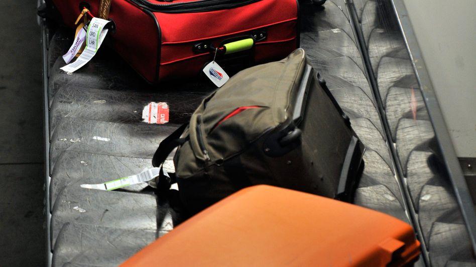 Gepäckband am Flughafen: Es kommt häufig vor, dass nicht alle Koffer dabei sind