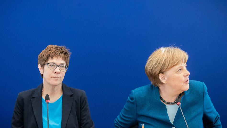 Annegret Kramp-Karrenbauer und Angela Merkel bei einer Sitzung des CDU-Vorstands (Archiv)