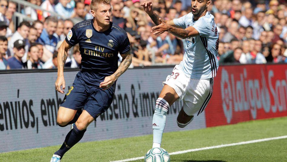 Toni Kroos (l.) traf im ersten Spiel der neuen Saison für Real Madrid