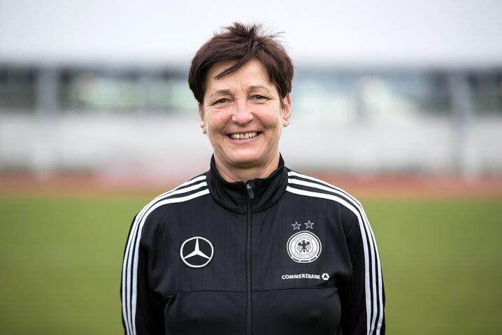 Ein Leben dem Fußball: Sabine Seidel begleitete bis 2019 als Zeugwartin die weiblichen U19- und U20-Nationalmannschaften