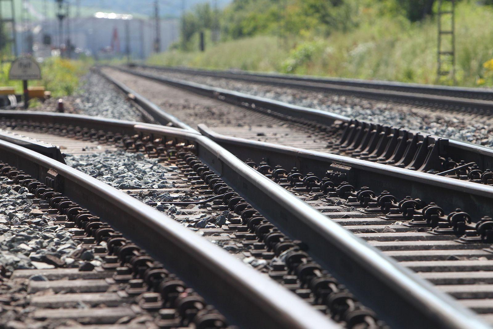 Symbolbild Bahn / Bahngleise