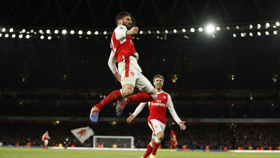 Olivier Giroud und Nacho Monreal vom FC Arsenal
