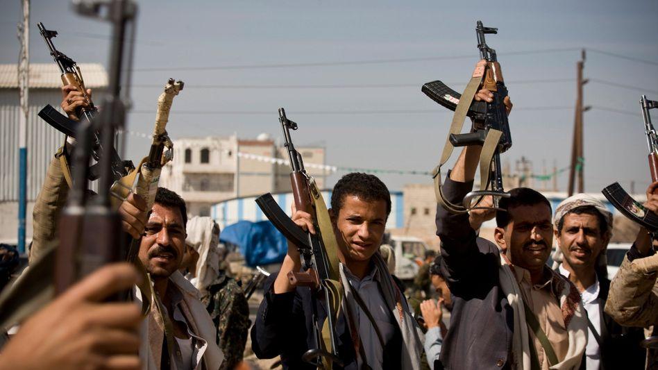 Huthi-Kämpfer in Sanaa: Schwere Kämpfe in Jemens Hauptstadt