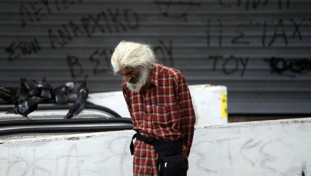 Photo Gallery: Skyrocketing Poverty in Greece