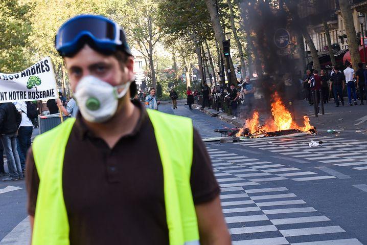 Auf den Barrikaden: Die Gelbwestenproteste werden immer aggressiver und belasten die Beamten