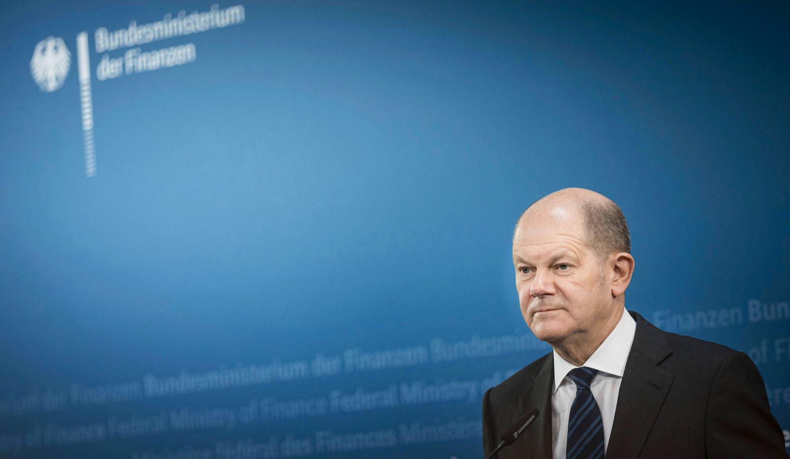 Bundesfinanzminister Olaf Scholz, SPD, gibt ein Doorstep-Statement vor der Sitzung der Eurogruppe, ECOFIN in Berlin. 15.